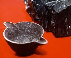 ظر ف آهن یا فته شده از دل زغال سنگ 295 میلیو ن ساله